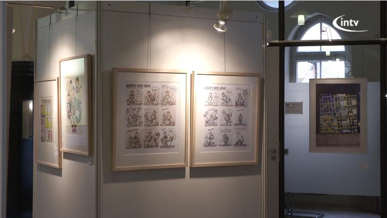 intv - Ausstellungswand Foyer